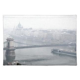 Salvamanteles Puente de Budapest sobre la imagen del río Danubio