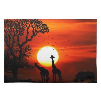 Salvamanteles Puesta del sol anaranjada en silueta de la jirafa