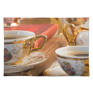 Salvamanteles Tazas de café retras de la porcelana con café