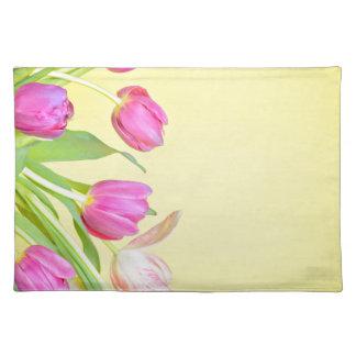 Salvamanteles Vista a los tulipanes multicolores sobre el papel
