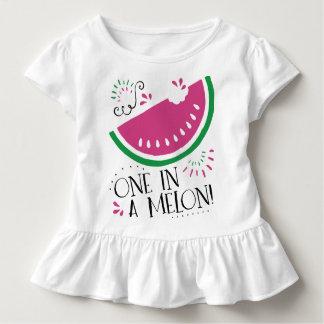 Sandía una en un melón para el bebé camisetas