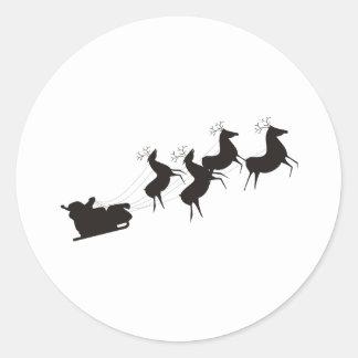 Santa blanco y negro y su trineo pegatina redonda