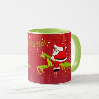 Santa en la taza extraña del navidad de la mantis