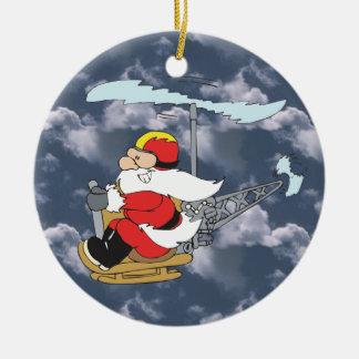 Santa en un ornamento del helicóptero