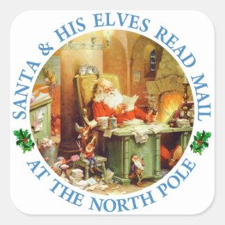 Santa y sus duendes leyeron el correo en el Polo Pegatina Cuadrada