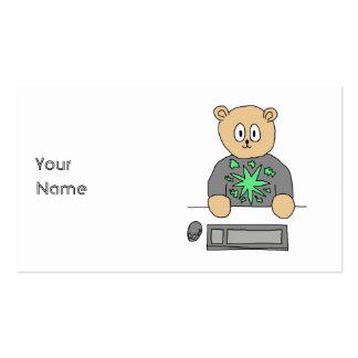 Sat en el teclado de ordenador tarjetas de visita