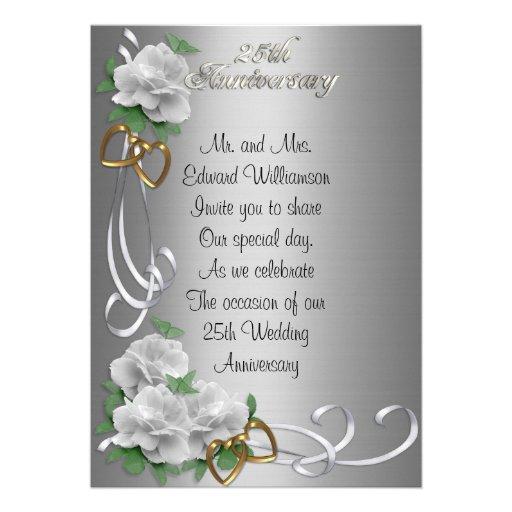 Satén de plata de 25 del aniversario rosas blancos invitaciones personalizada