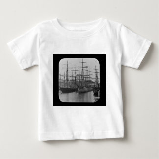 Schooners en la diapositiva de linterna mágica del camiseta de bebé