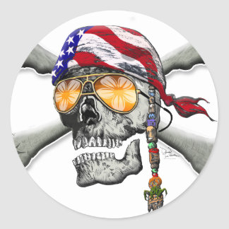 Scull y huesos americanos del pirata etiqueta