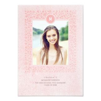 Se ruboriza la fiesta de graduación floral rosada invitación 12,7 x 17,8 cm