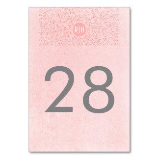 Se ruborizan los números florales rosados de la