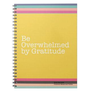 Sea abrumado por el cuaderno de la gratitud