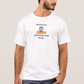 Sea agradable a una enfermera camiseta