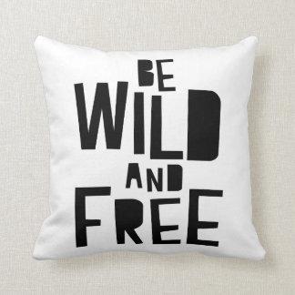 Sea almohada salvaje y libre