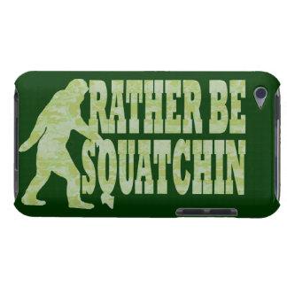 Sea bastante squatchin en camuflaje verde iPod Case-Mate cárcasa