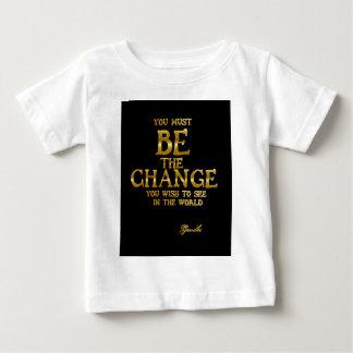 Sea el cambio - cita inspirada de la acción de camiseta de bebé
