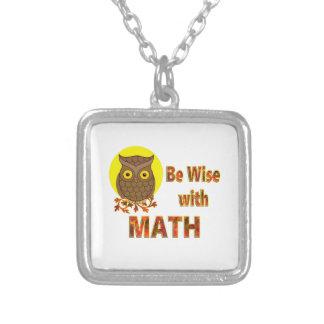 Sea sabio con matemáticas collar plateado