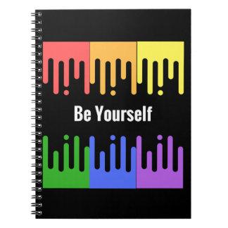 Sea usted mismo cuaderno con diseño de la pintura