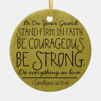 Sea verso valeroso y fuerte de la biblia adorno navideño redondo de cerámica