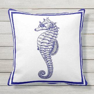 Seahorse azul de moda hermoso náutico cojín de exterior