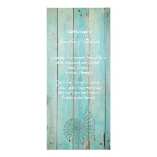 Seashell azul en el programa de madera del boda de