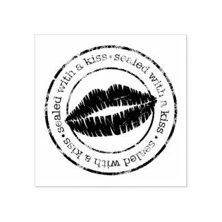 Sellado con un sello de goma del beso