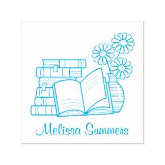 Sello Automático Pila de libros, libro abierto, flores - Bookplate