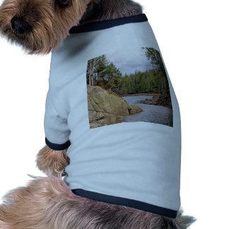 Selva tropical templada del canal de río Canadá Camisetas Mascota