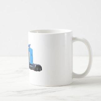 Semi camión azul claro en la opinión del tres taza de café