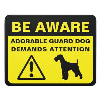 Señal de peligro divertida del perro guardián de