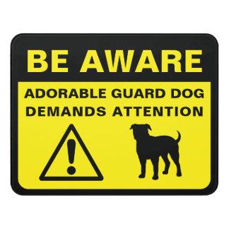 Señal de peligro divertida del perro guardián del