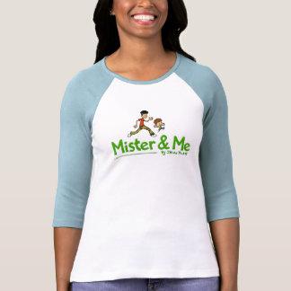 Señor y yo logotipo del color con los caracteres camiseta