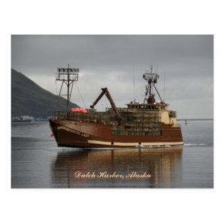 Señora ártica, barco del cangrejo en el puerto postal