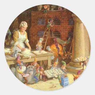 ¡Señora Claus Bakes Cookies con los duendes de Pegatina Redonda