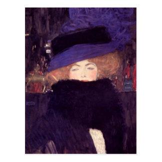 Señora con el gorra y la boa de Gustavo Klimt Postal