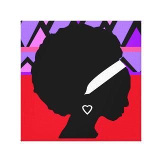 Señora con la impresión tribal roja y púrpura del
