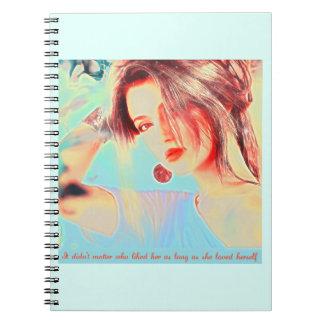 Señora elegante hermosa cuaderno