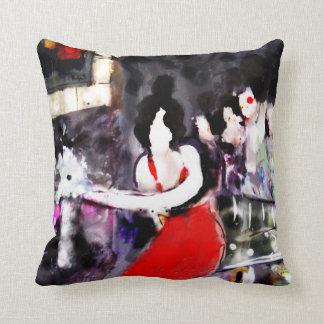 Señora en el rojo Polka-Dot_Back_MED negro y Cojín Decorativo