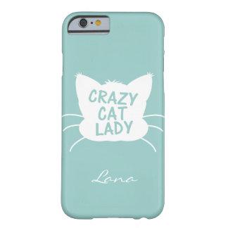 Señora loca personalizada del gato en el azul de funda de iPhone 6 barely there