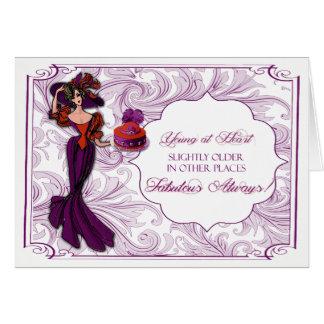 Señora roja y púrpura en tarjeta de cumpleaños del