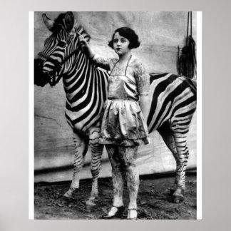 Señora y cebra tatuadas del circo póster