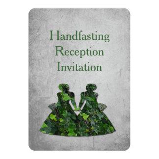 Señoras verdes hiedra y invitación de la recepción