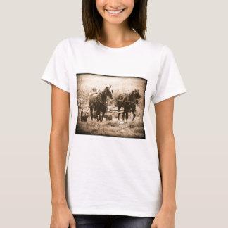 Sepia de trabajo de los caballos de Amish Camiseta