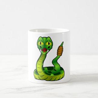 Serpiente de cascabel feliz taza de café