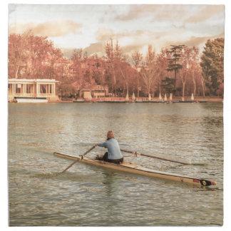 Servilleta De Tela Rowing de la mujer en Del Retiro Park, Madrid,