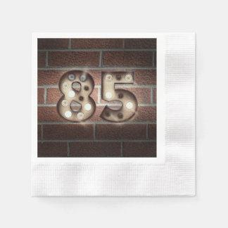 Servilletas De Papel 85a muestra de la carpa del cumpleaños en la pared