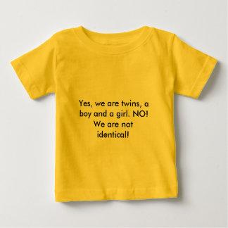 Sí, somos gemelos, un muchacho y un chica. ¡NO! Camisetas