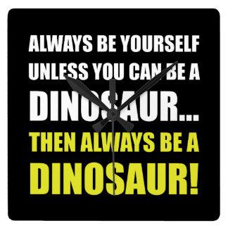 Siempre usted mismo a menos que dinosaurio reloj cuadrado