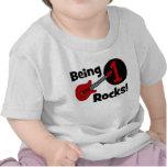 ¡Siendo rocas 1! El 1r cumpleaños del bebé persona Camisetas
