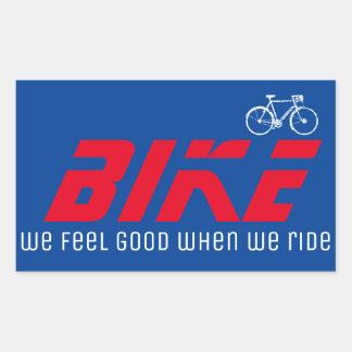 siéntase bien cuando montamos/bici/rojo pegatina rectangular